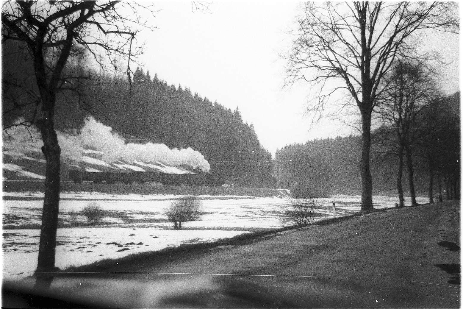 Lok 141, 52/ 53, Gammertingen - Trochtelfingen, Seckachtal, Blick aus einem Auto, Bild 1