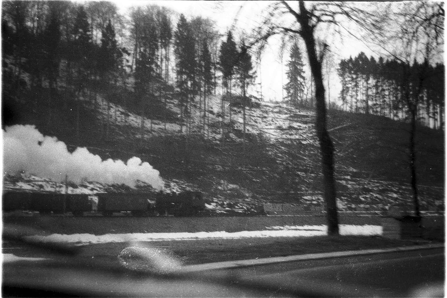 Lok 141, Gammertingen - Trochtelfingen, Blick aus einem Auto bei Mägerkingen, Bild 1