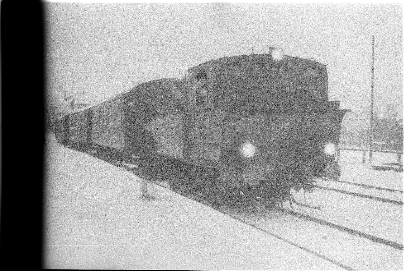 Hechingen, Lok 12 fuhr am 6. März 1962 Diesel-Ersatzverkehr von Gammertingen nach Stetten bei Haigerloch und zurück, Bild 1