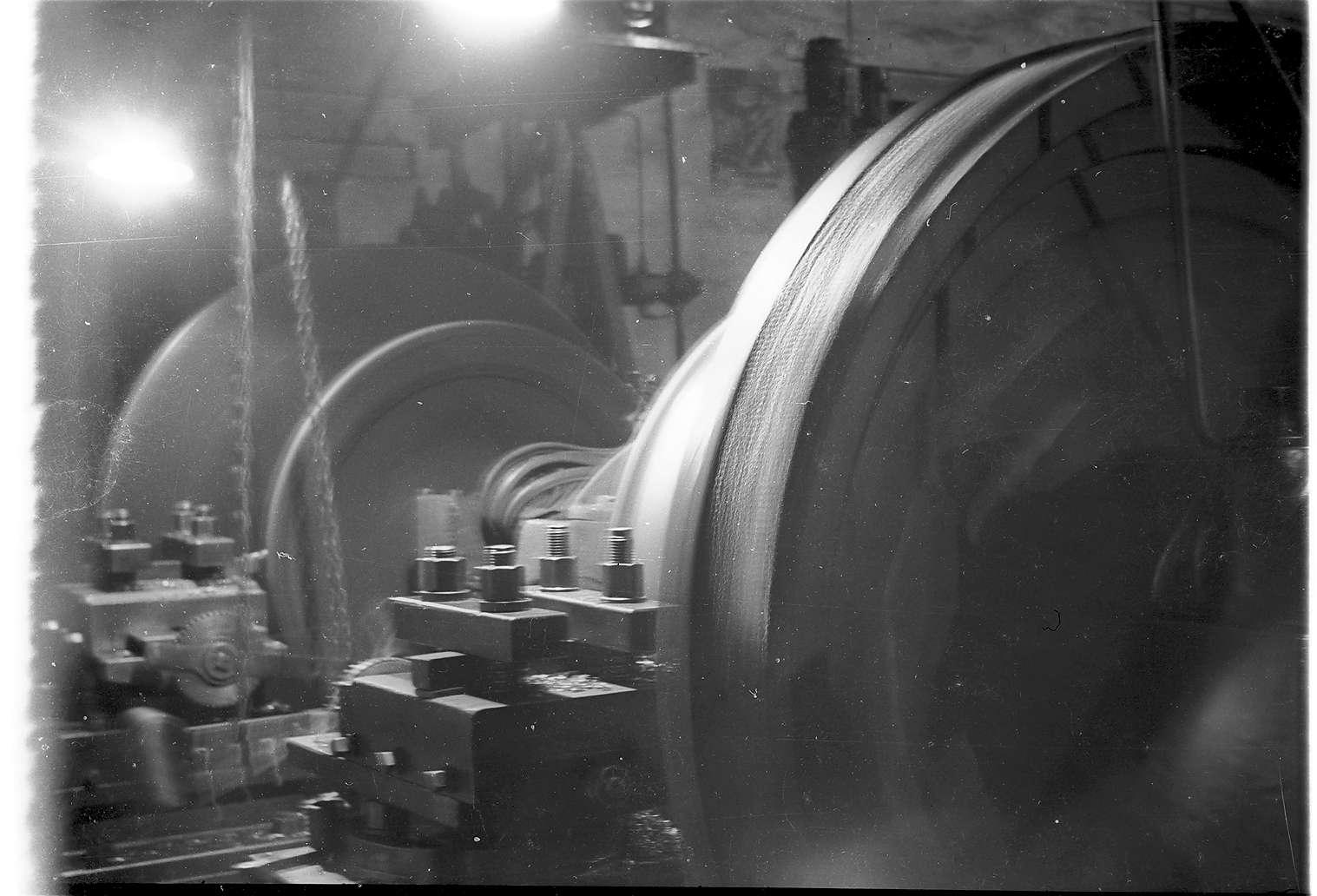 Gammertingen, Dampflokwerkstatt, alte Achsendrehbank von 1909, ursprünglich angetrieben von einem Dampflokmobil, 1964 ersetzt durch eine Drehbank von 1942, die 2009 noch vorhanden ist, Bild 1