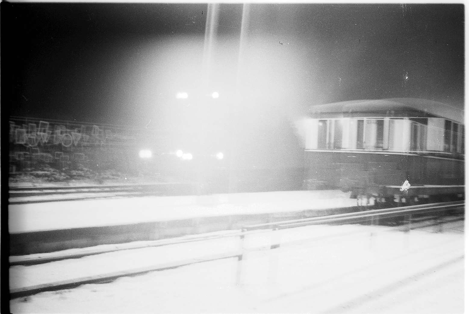 Gmp 298, Lok 21, Nachtaufnahme Bahnhof Gammertingen, Bild 1