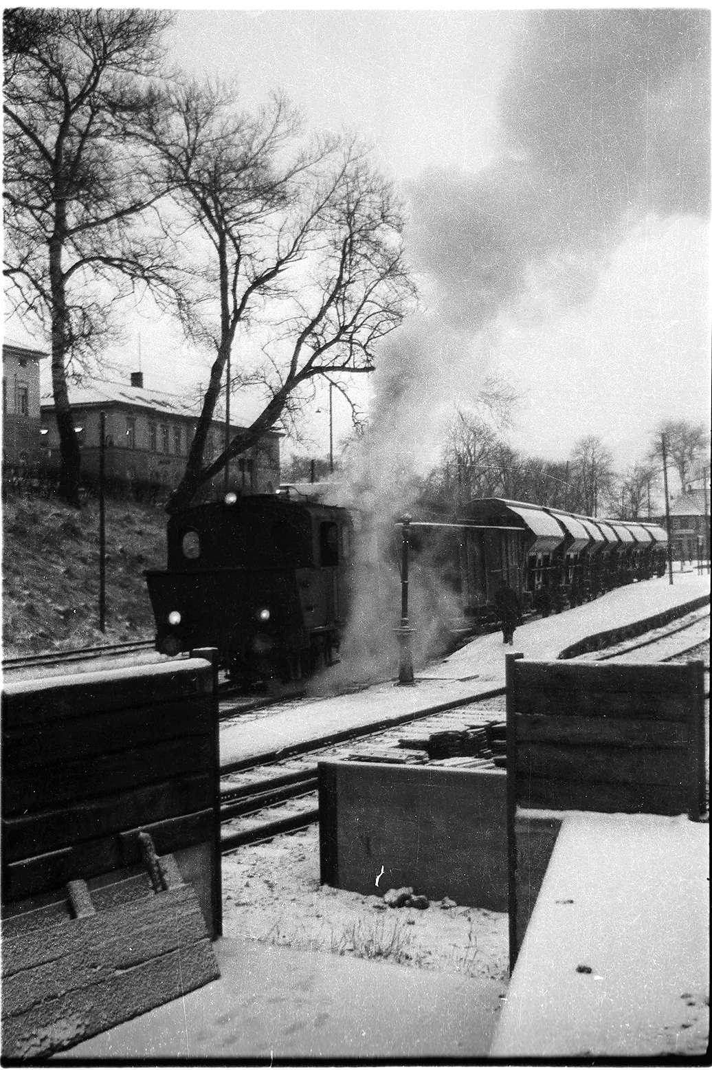 Bekohlungsanlage Hechingen Landesbahn, 2. Wasserkran, abgebrochen 1970, Lok 21, Güterzug 300 Hechingen - Stetten, Bild 1