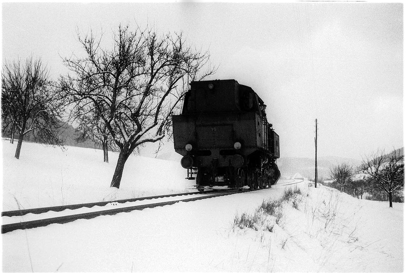 Lok 15 kommt als Sperrfahrt 408 von Gammertingen nach Stetten bei Haigerloch, Bild 1