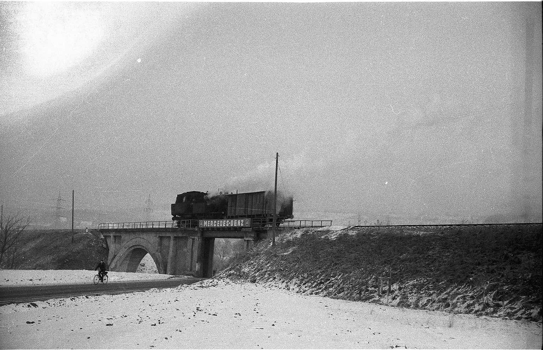 Lok 15, Güterzug 300 bei Stein, die Starzelbrücke wurde 1912 erbaut, 2009 noch vorhanden, Bild 1