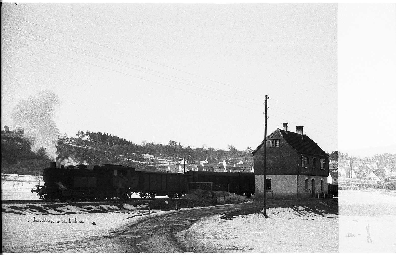 Lok 15 in Veringenstadt, Bahnhofsgebäude erbaut 1908, umgebaut 2000 durch Triebfahrzeugführer Rupert Stauß, Bild 1