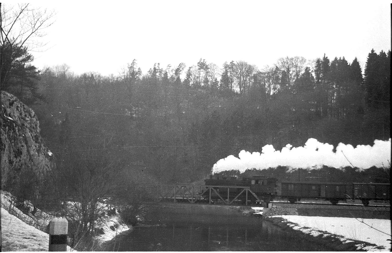 Lok 15, 313, Brücke Veringenstadt, erbaut 1908, verstärkt 1989, Bild 1