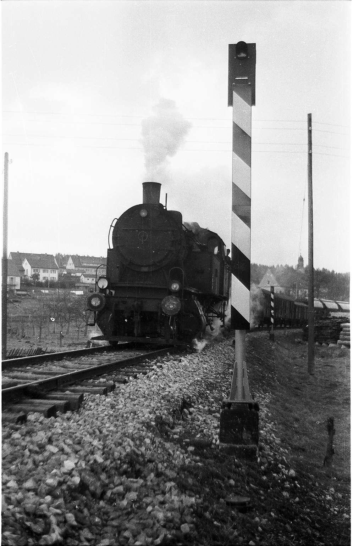 Lok 15, Veringenstadt, vereinfachtes Blinklicht-Überwachungssignal NE 80; Wallfahrtskirche Maria Deutstetten, Bild 1