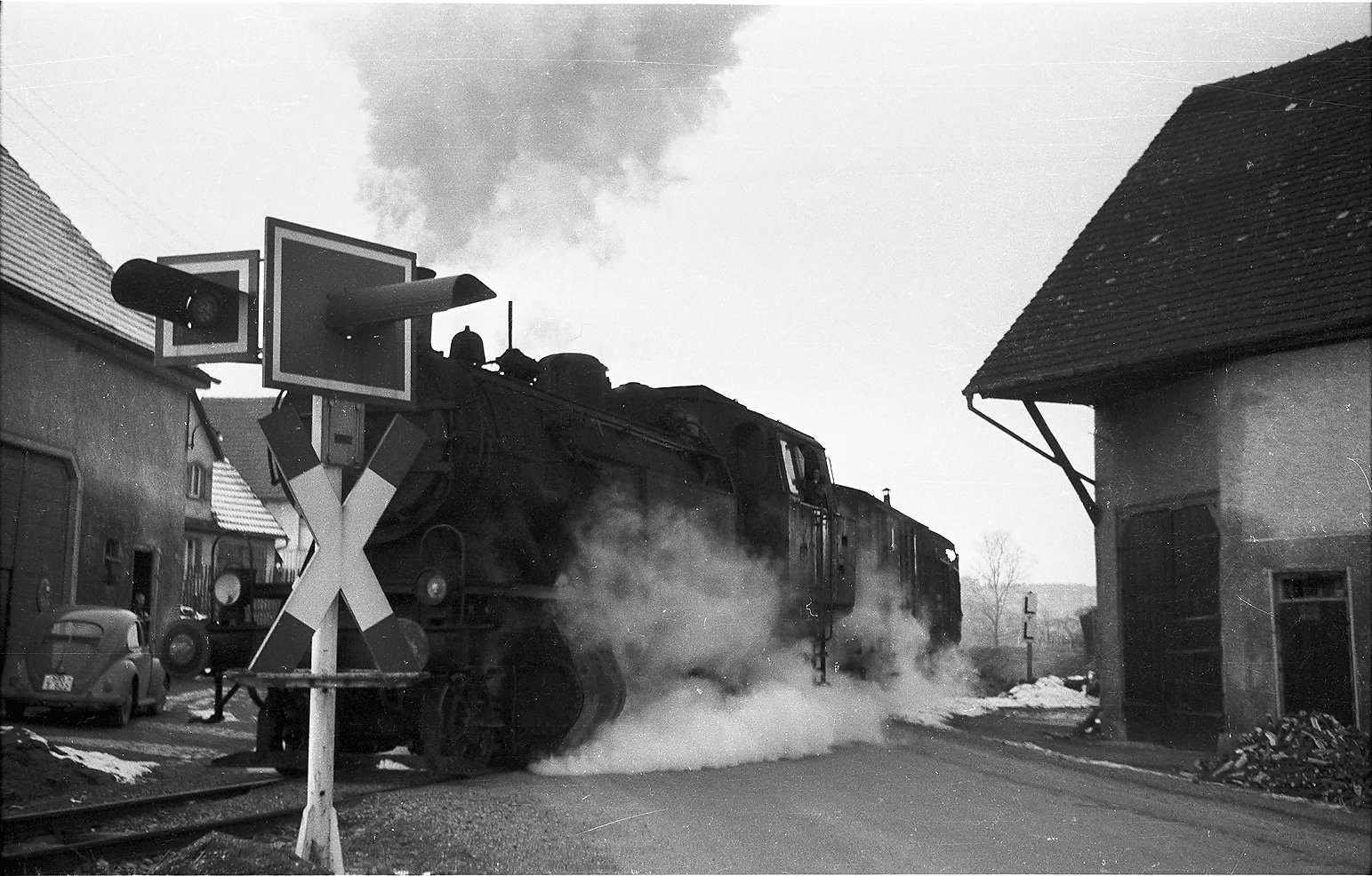 Lok 15, Blinkanlage Veringendorf, rechts Bauernhaus Ramsperger, Abbruch 1970 wegen Straßenbaus, Bild 1