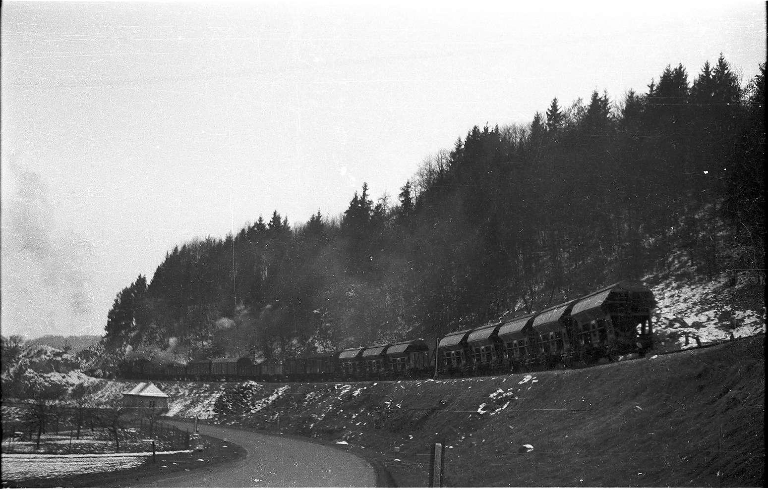 Veringendorf, Lok 15, Stückgutwagen und Salzwagen, Bauart Td, Bild 1