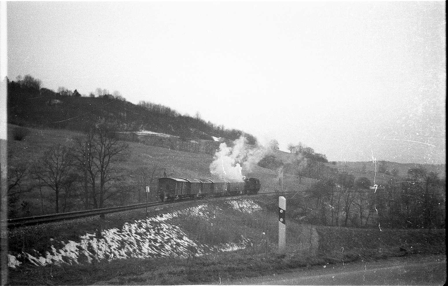 Lok 15, Bundesstraße 32 bei Killer, um 1990 wurde das Gelände im Vordergrund verändert durch den Bau einer Kläranlage, Bild 1