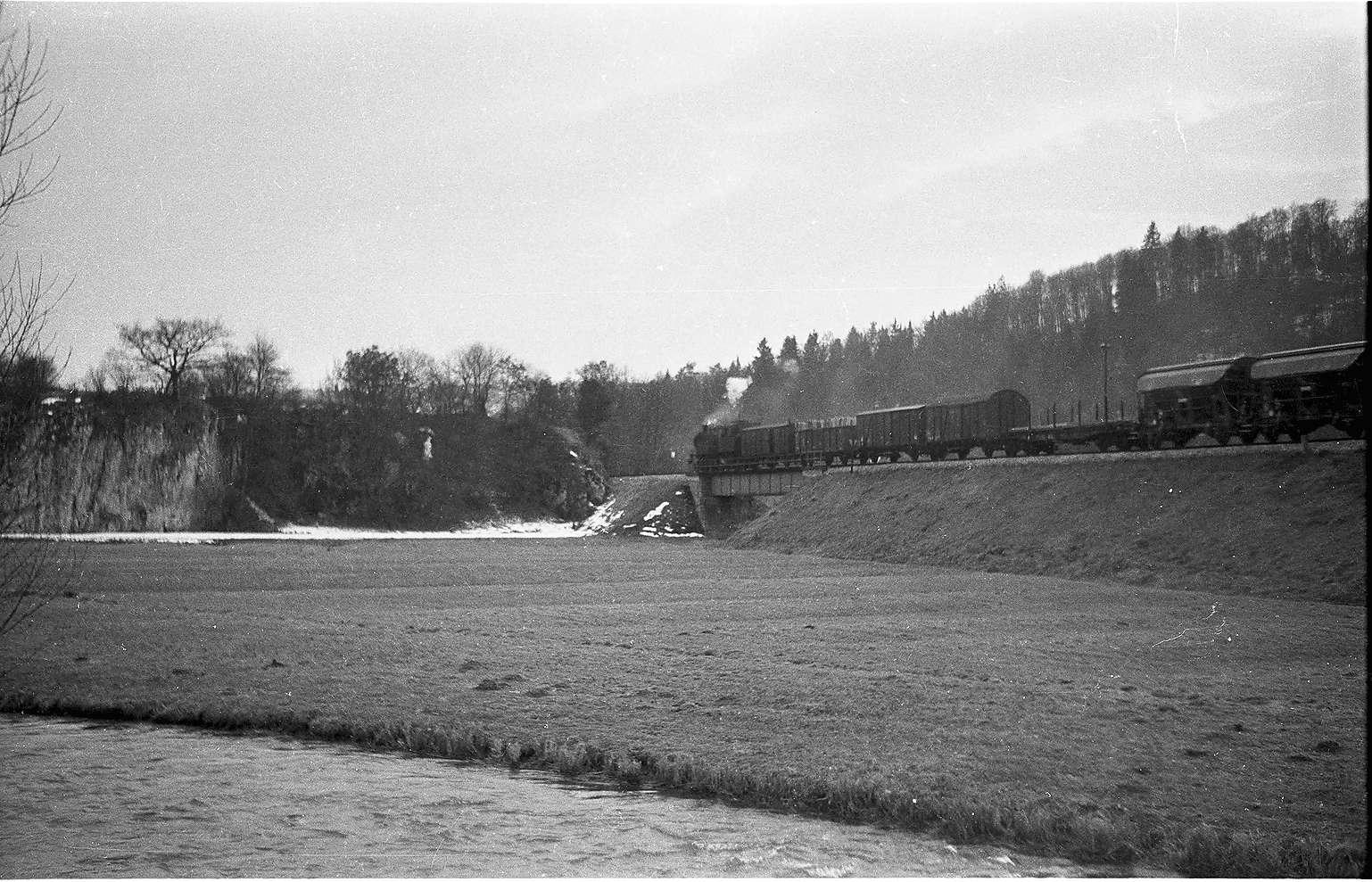 Lok 15 bei Veringendorf mit weißen Jurakalkfelsen, Bild 1