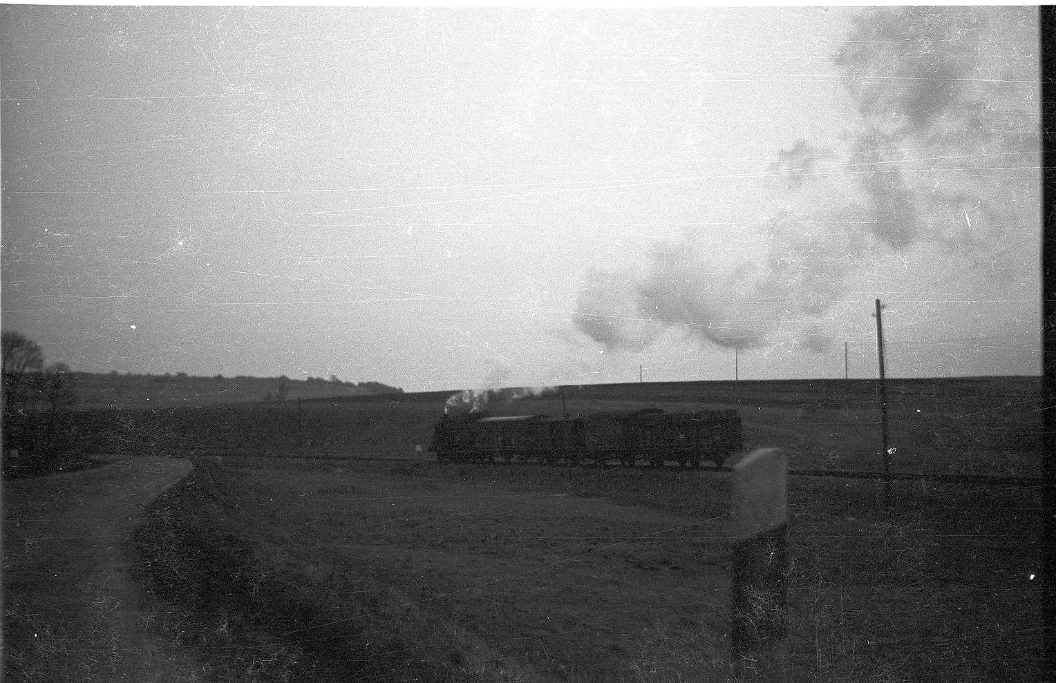 Übergang Trochtelfingen Richtung Hasental, Lok 141, 1968 wurde die B 313 in diesem Bereich neu trassiert, Bild 1