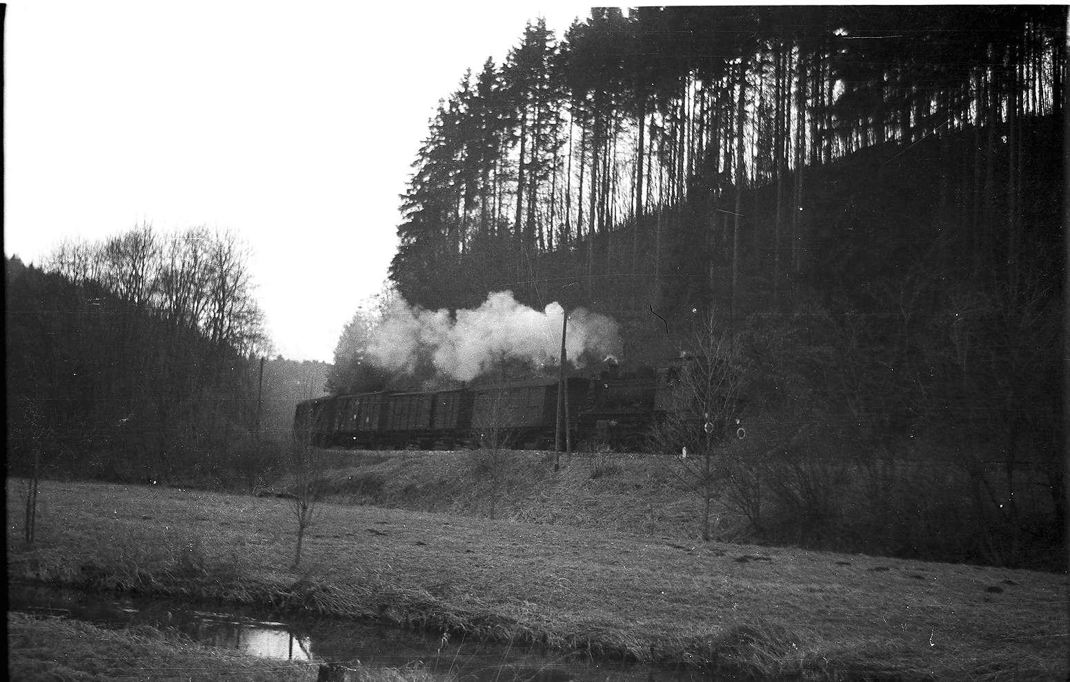 Lok 141, Seckachtal bei Trochtelfingen mit Wässerwiesen, im Mittelgrund ein Hauptgraben des Wiesenbewässerungs-Systems, Bild 1