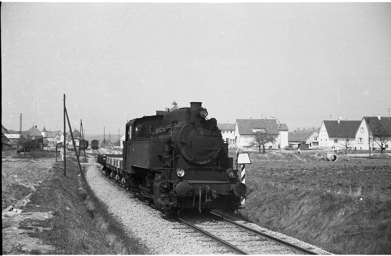 Lok 16, Az 405 Baustelle Rangendingen mit Trapeztafel des Bahnhofsbereichs, Bild 1