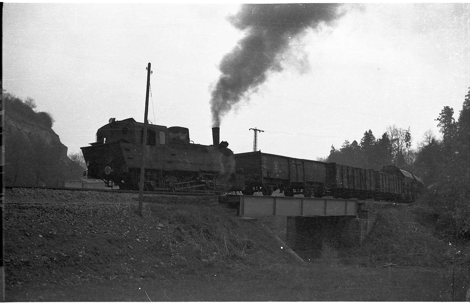 Lok 21, Güterzug G 300 bei Stetten bei Haigerloch, Stunzachbrücke von 1901, Bild 1