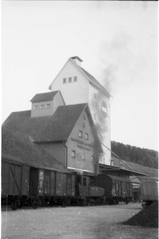 Lok 12, 54/55, Rangieren am Trochtelfinger Lagerhaus (Bahnhof), Bild 1