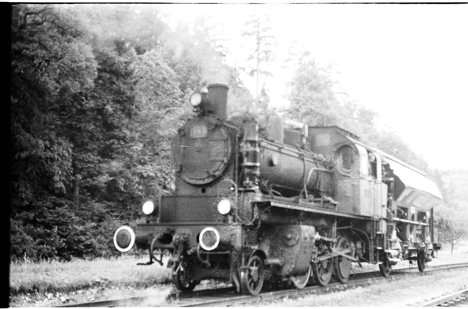 Lok 141, Rangieren Bahnhof Stetten bei Haigerloch, altes Gleis direkt an der Saline, nach Fertigstellung des Schrägschachtes 1968 entfernt, Bild 1