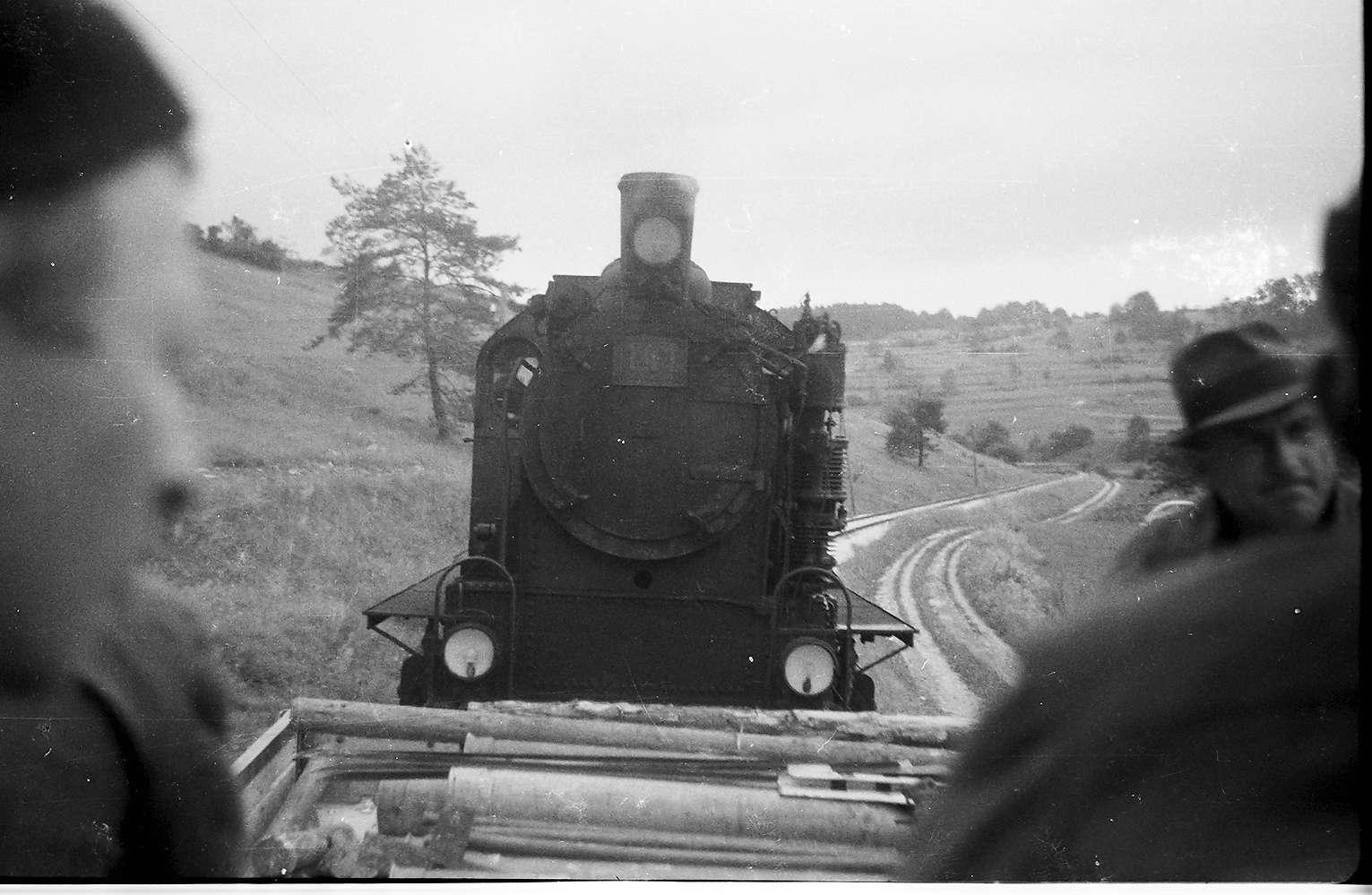 Lok 141, Az 419/20, Veringendorf - Veringenstadt, Arbeitszug, Blick vom offenen X-Wagen, Rotte Gammertingen, zuständig für die Strecke Burladingen bis Veringenstadt, Bild 1