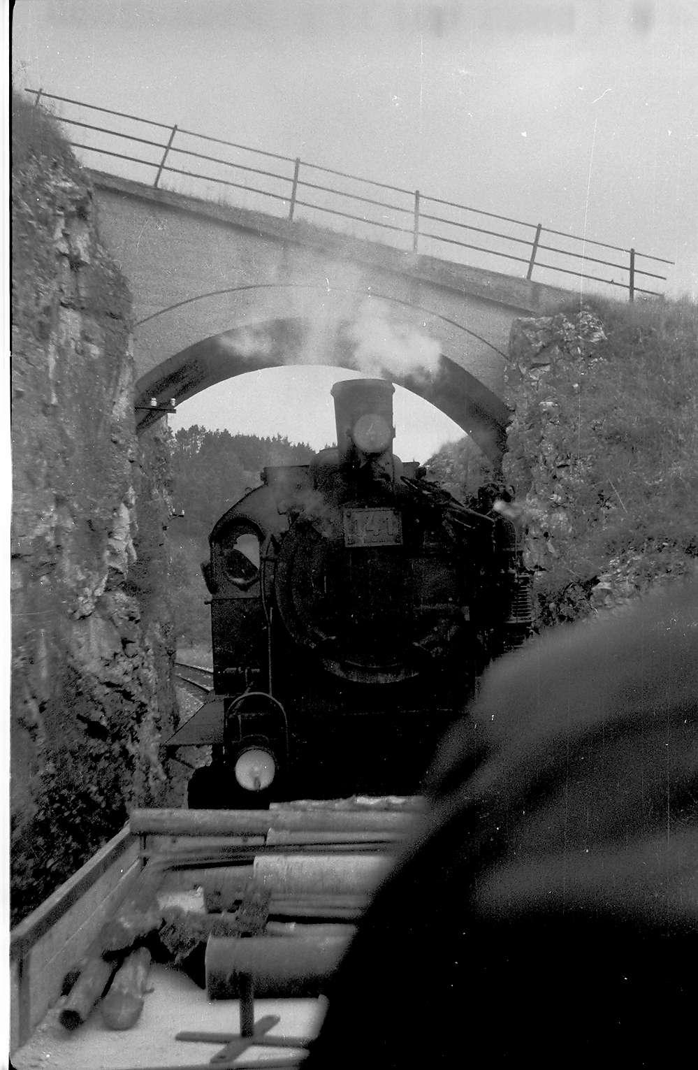 Lok 141, Az 419/20, Veringendorf - Veringenstadt, Feldwegbrücke erbaut 1908, 2009 noch vorhanden, Bild 1