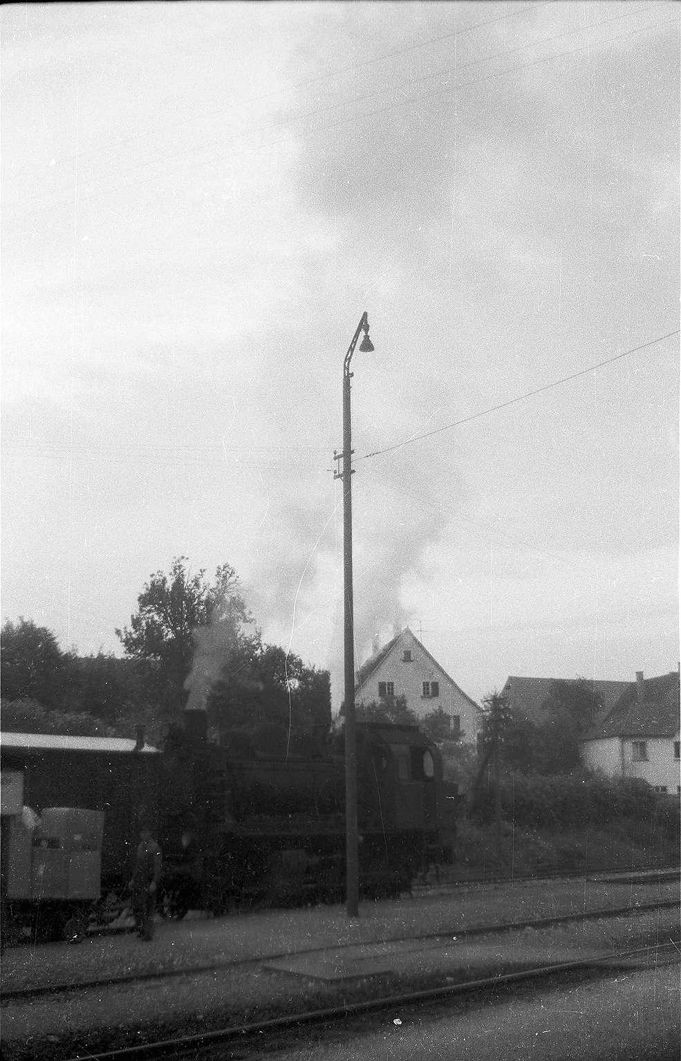 Sigmaringendorf, Lok 141, Zug 304, abfahrbereit, Bild 1