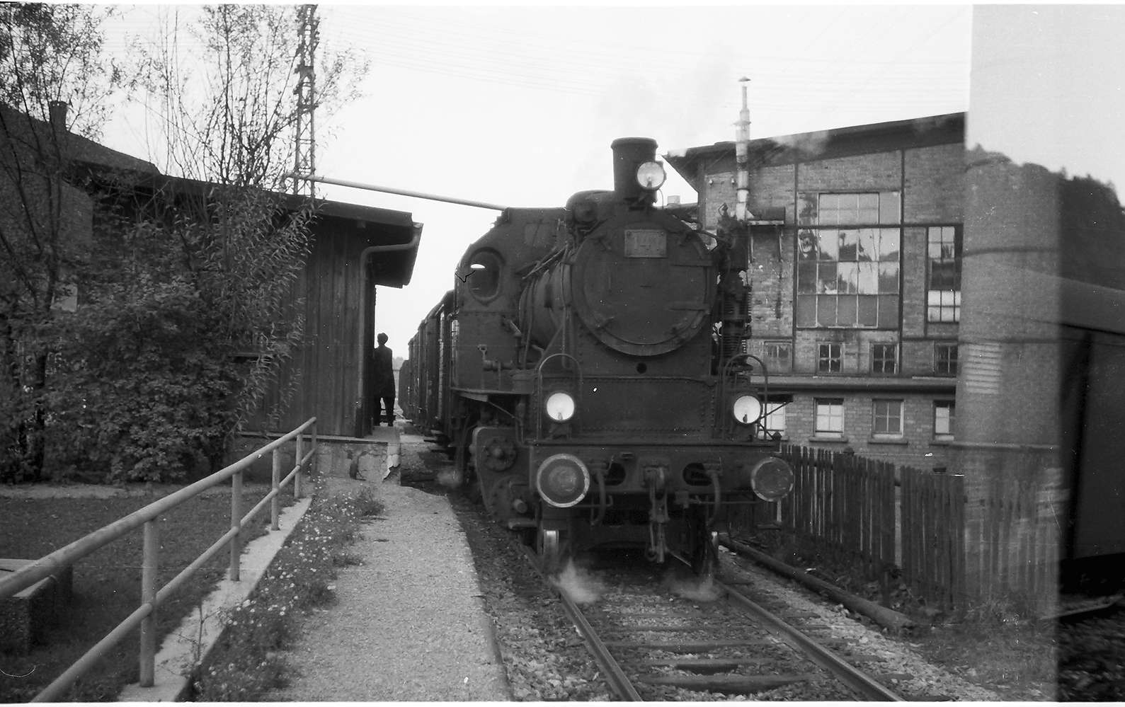 Lok 141, Haltepunkt Laucherthal, Bild 1