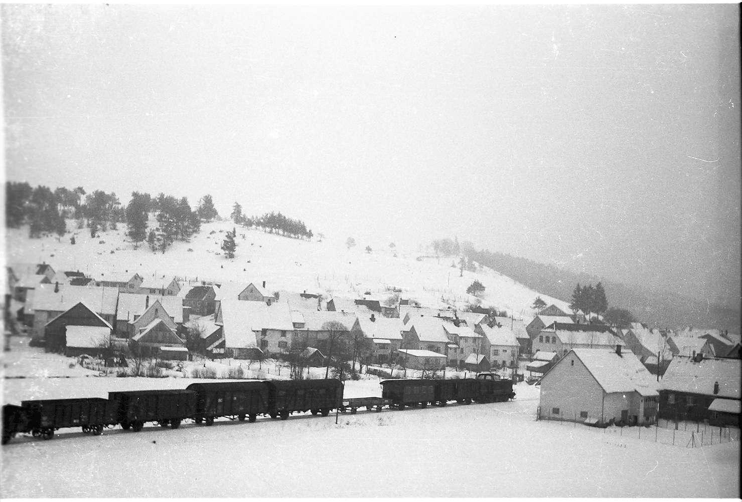 Blaue Diesellok V 500, Güterzug G(St) 305 W, Neufra, Bild 1
