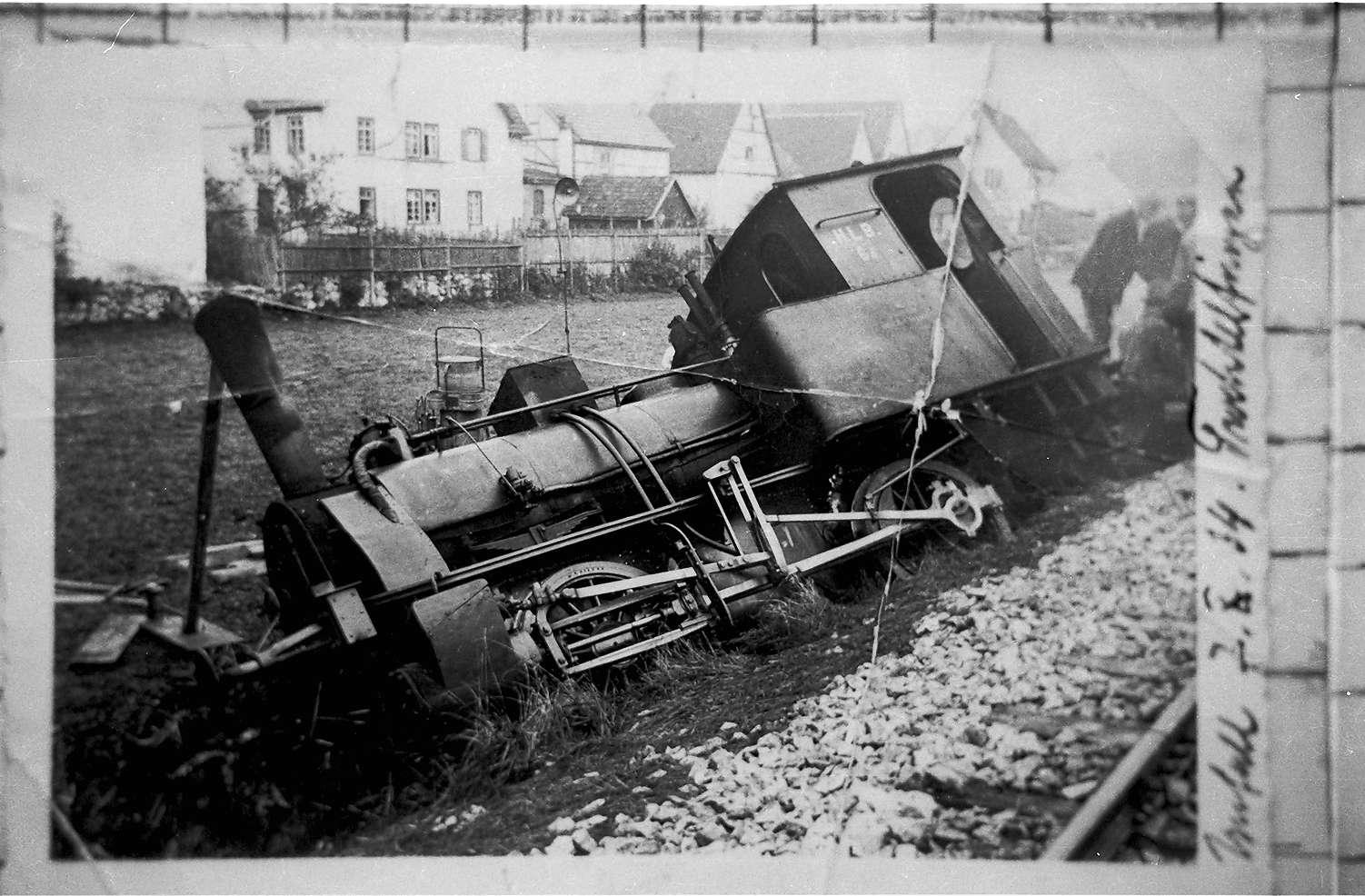 """Unfall bei Trochtelfingen mit einer zweiachsigen """"d""""-Maschine, Bild 1"""