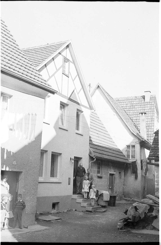 Gammertingen, August-Reiser-Straße 21, modernisiert 1978, im Jahre 2009 noch vorhanden, das Haus rechts wurde 1974 abgebrochen, seitdem Handwerkerplatz, Bild 1