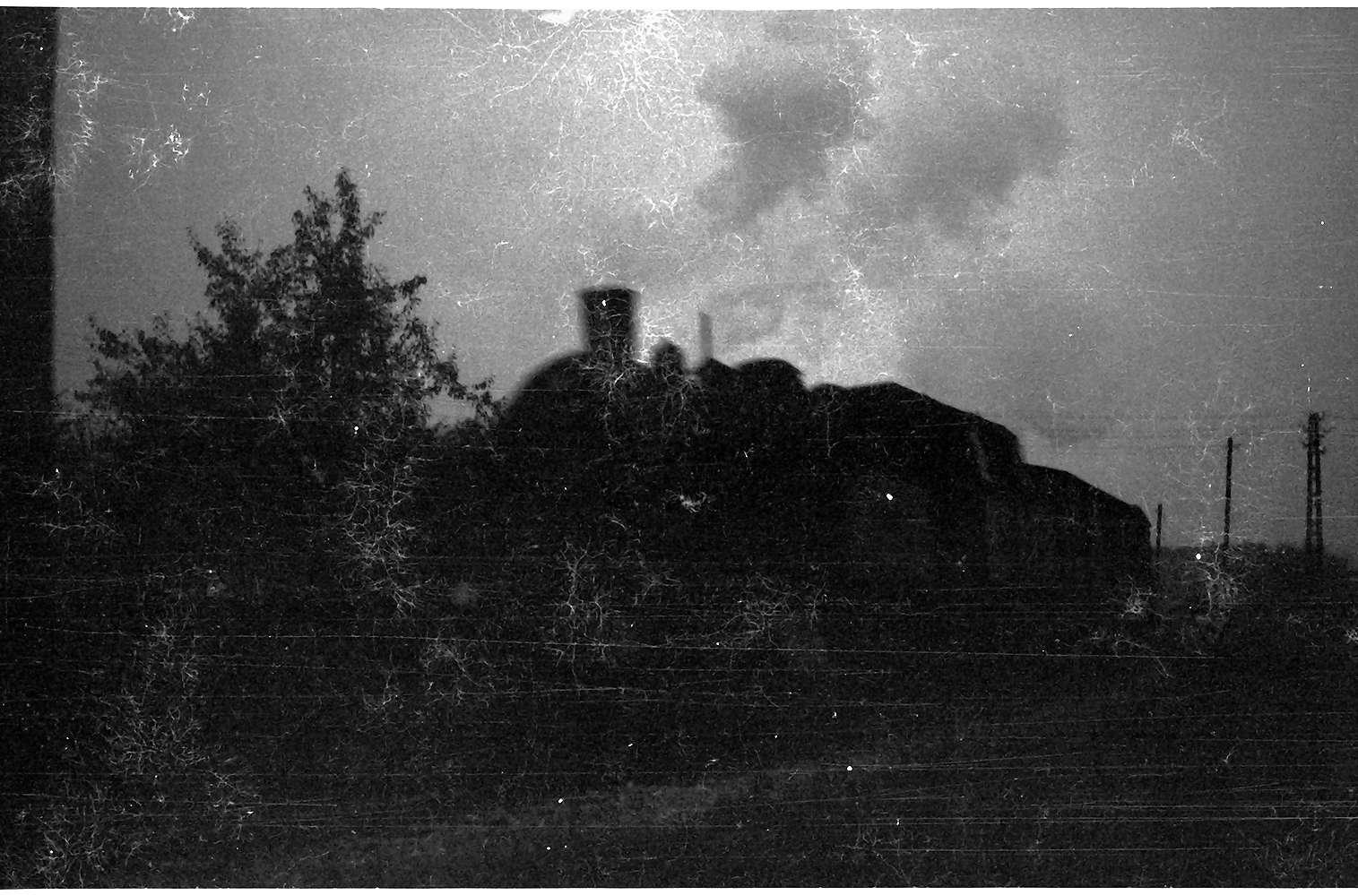 Lok 15 in der Abenddämmerung in Laucherthal, Bild 1