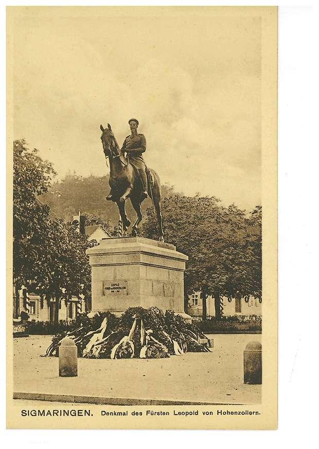 Reiterdenkmal des Fürsten Leopold von Hohenzollern auf dem Leopoldplatz in Sigmaringen (Ansicht vom Prinzenpalais), Bild 1