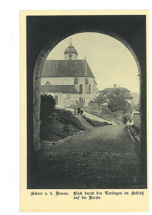 Kirche in Scheer an der Donau (Blick durch den Torbogen am Schloss), Bild 1