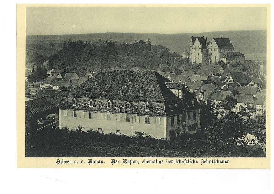 Kasten (ehemalige herrschaftliche Zehntscheuer) in Scheer an der Donau, im Hintergrund das Schloss, Bild 1