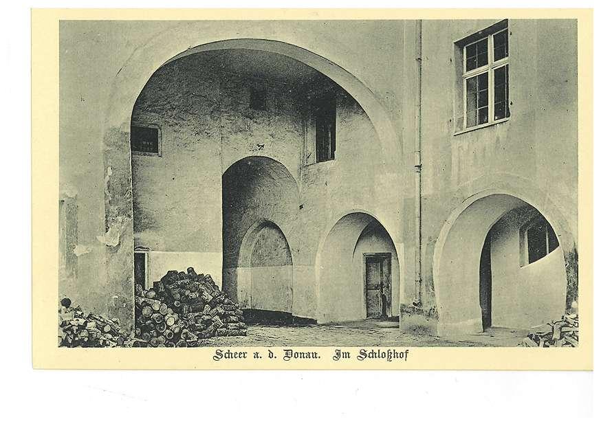 Hof des Schlosses in Scheer an der Donau, Bild 1