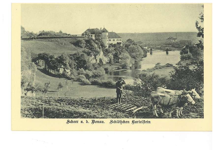 Schlösschen Bartelstein in Scheer an der Donau, im Vordergrund ein mit einem Kuhgespann arbeitender Bauer, Bild 1